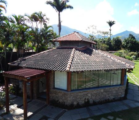 Casa mostrada de cima com telhas